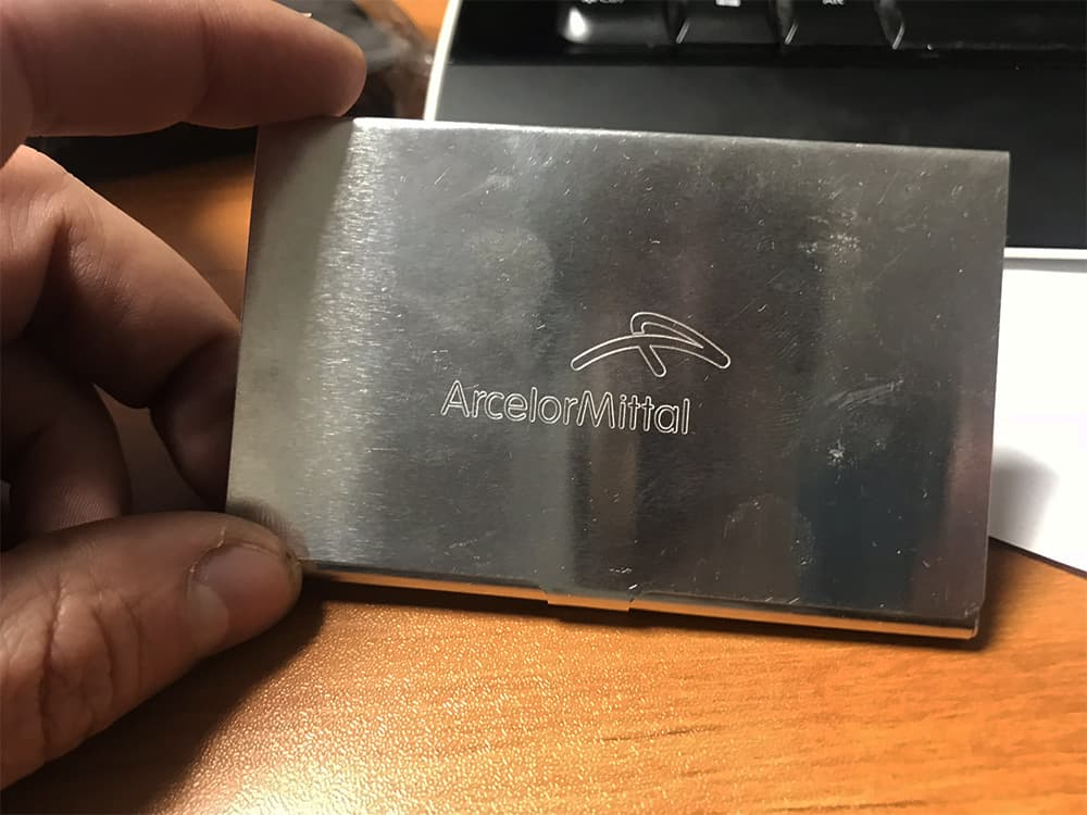 Gravure sur métal pour objet publicitaire