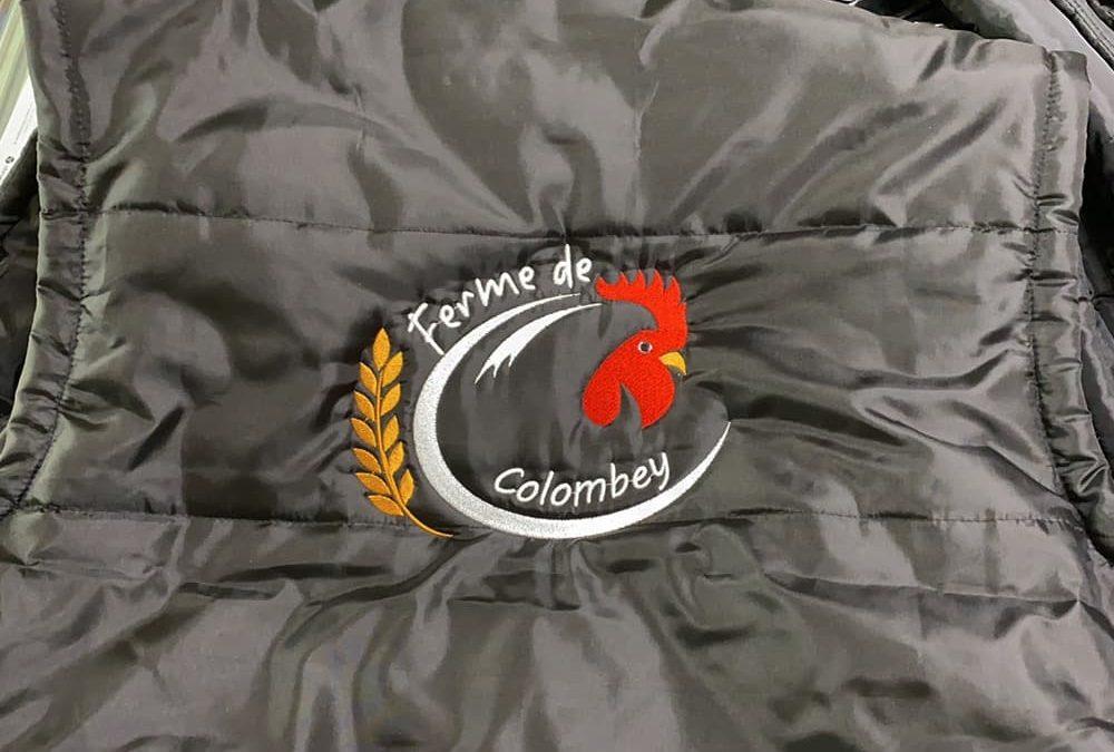 Broderie logo sur vêtement professionnel